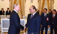 Primer ministro vietnamita se reúne con el presidente ruso