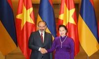 Líder parlamentaria de Vietnam recibe al primer ministro de Armenia