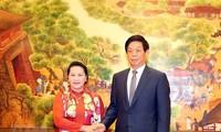 Presidenta del Parlamento de Vietnam mantiene conversaciones con líder del Congreso Nacional del Pueblo de China