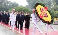 Líderes vietnamitas rinden homenaje a héroes y mártires de la Patria