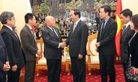 越南公安部部长陈大光会见日本首相安倍晋三的顾问饭岛