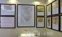 """""""黄沙长沙归属越南——历史和法理证据""""地图和资料展在薄寮省举行"""