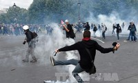 法国示威演变为骚乱