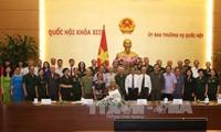越南国会副主席杜伯巳会见历代老青年突击队员代表团