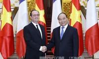 阮春福会见法国总统奥朗德