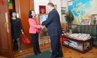 越南共产党代表团访问俄罗斯
