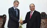 阮春福会见意大利基础设施与运输部长德尔里奥