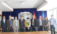 越南大使胡明俊向捷克总统泽曼递交国书