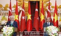 土耳其总理耶尔德勒姆对越土关系表示乐观