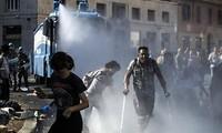 移民问题:意大利警方与数百名难民发生冲突