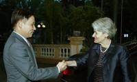 越南UNESCO国家委员会主席同UNESCO总干事会谈