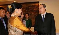 胡志明市市委书记阮善仁会见越老柬妇女高级代表团