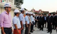 越南政府副总理郑庭勇与老挝国会大厦建设项目指导委员会举行工作会谈