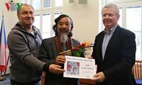 捷克作家协会表彰越南翻译家