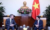 越南政府副总理兼外长范平明会见法国欧洲与外交部国务秘书莱曼