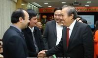 越南政府常务副总理张和平向河内五官科医院医生致以节日祝贺