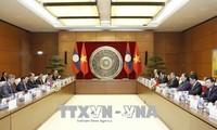 越南国会副主席丛氏放会见老挝国会副主席桑努