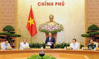 阮春福主持政府工作例会讨论经济社会情况
