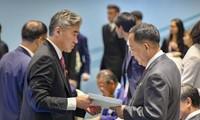 特朗普给朝鲜领导人金正恩写回信
