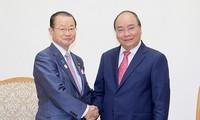 阮春福希望越日加强经济合作