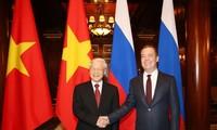 阮富仲会见俄罗斯总理、统一俄罗斯党主席梅德韦杰夫
