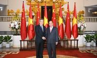 阮春福会见来越出席2018世界经济论坛东盟峰会的中日韩领导人