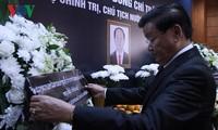 越南常驻联合国代表团和驻外代表机构设置吊唁簿并举行陈大光主席吊唁仪式