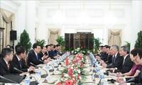 中国和新加坡签署有关双边合作的11份备忘录