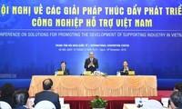 阮春福出席讨论配套工业发展措施的会议