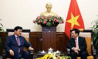 越南政府副总理兼外长范平明会见韩国外交部次官、韩国东盟高官会代表团团长尹淳久