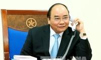 阮春福鼓励越南国家男子足球队自信比赛