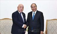 阮春福会见日本首相安倍晋三的顾问饭岛勋