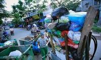 越南第一次塑料垃圾图片展举行