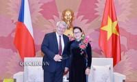 阮氏金银会见捷克众议院副议长沃伊杰赫•菲利普