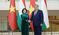越南国家副主席邓氏玉盛在塔吉克斯坦与各国领导人举行双边接触