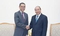 阮春福会见马来西亚驻越南大使扎姆鲁尼•哈立德