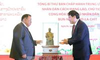 Le secrétaire général du PPR et président du Laos visite Nghe An