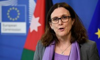 Le risque de guerre commerciale existe encore, prévient la Commissaire européenne au commerce