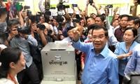 Victoire écrasante du parti du Premier ministre cambodgien