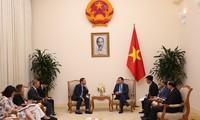Vuong Dinh Huê reçoit l'envoyé commercial de la Première ministre britannique
