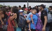 Le Mexique ouvre sa frontière à la « caravane » de migrants du Honduras