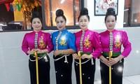 Tang câu, le chignon des femmes mariées Thai noir