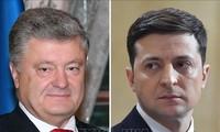 Ukraine: les deux finalistes de la présidentielle débattront dans un stade de football