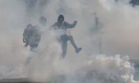 Gilets jaunes: la mobilisation en légère hausse, des tensions à Paris et Toulouse