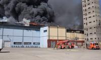 Les pompiers ont vaincu le feu au centre commercial Dông Xuân à Berlin