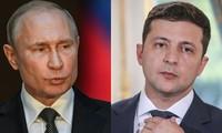 Vladimir Poutine et Volodymyr Zelensky discutent du conflit en Ukraine lors d'un premier échange téléphonique