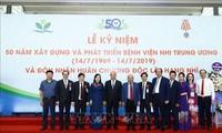 Nguyên Xuân Phuc au 50e anniversaire de l'hôpital pédiatrique national