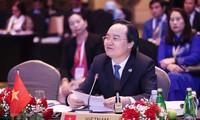 Activités du ministre vietnamien de l'Education et de la Formation Phùng Xuân Nha lors de la SEAMEO 50