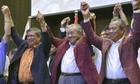 World leaders congratulate Malaysian PM Mahathir Mohamad