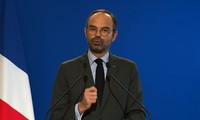 French PM Edouard Philippe calls for 'dialogue' after fresh 'yellow vest' protests